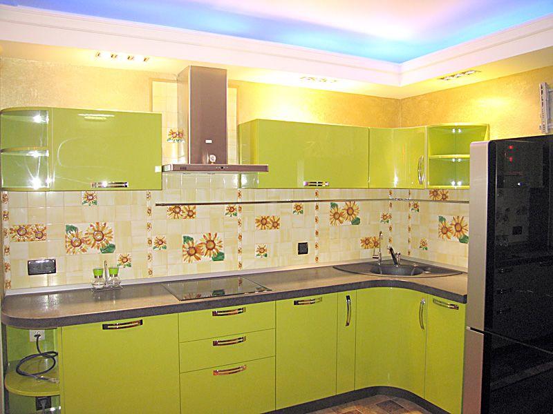 Дизайн кухни студии в частном доме